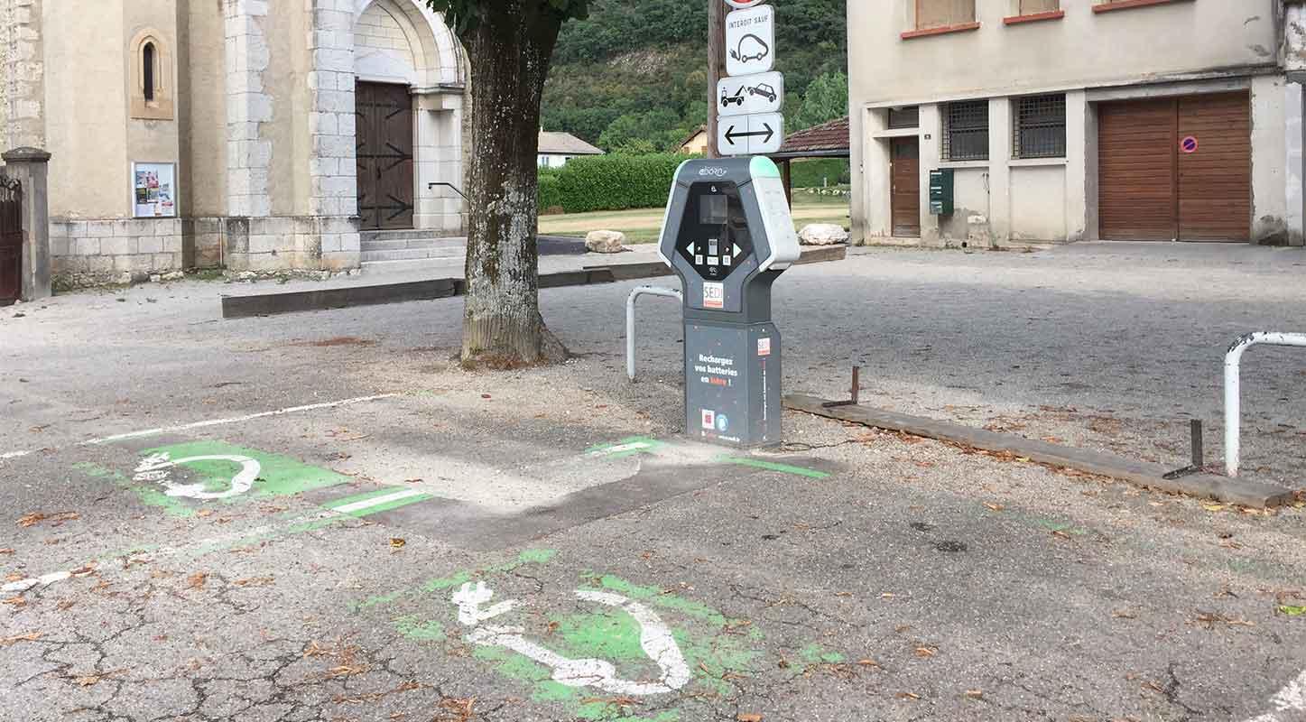 borne de recharge véhicule électrique eborn Auvergne Rhône-Alpes