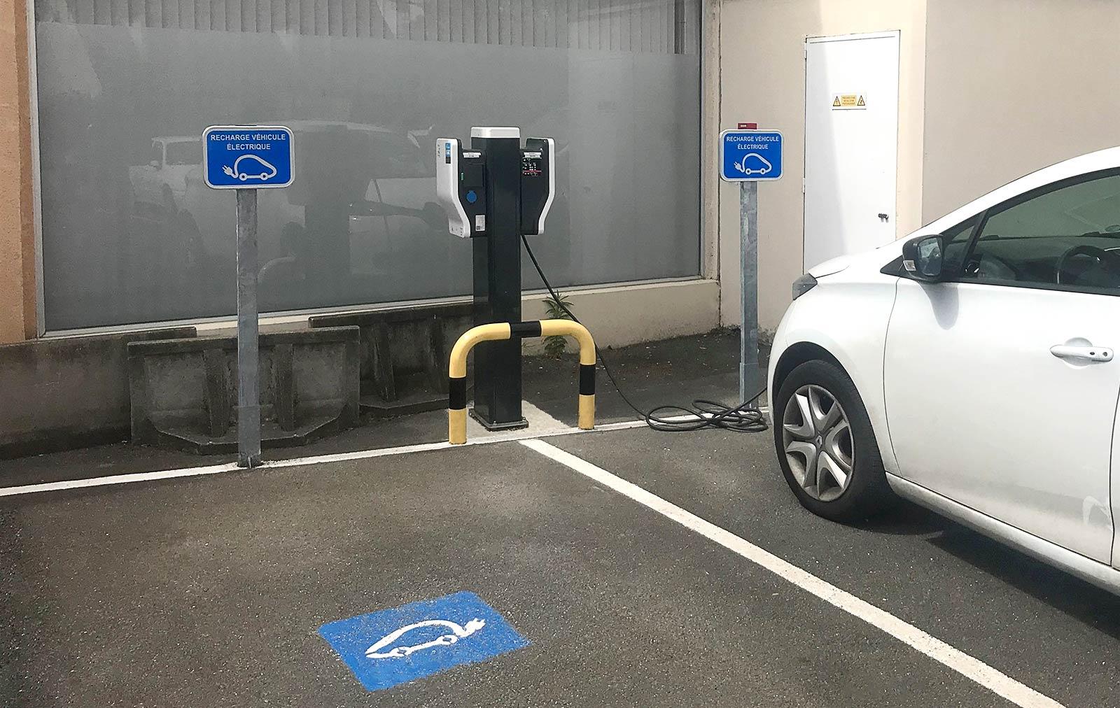 borne de recharge véhicule électrique professionnel