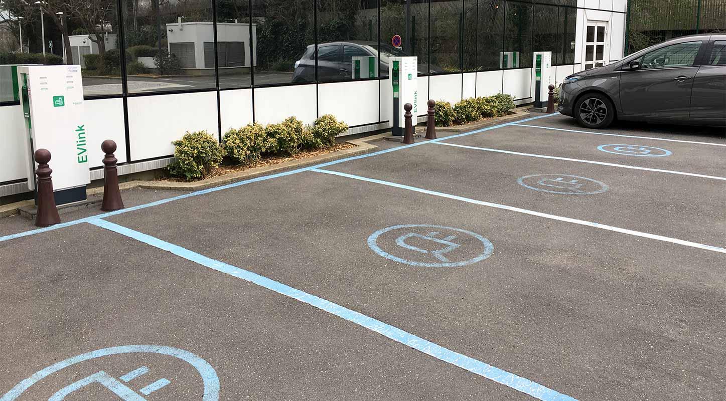 borne de recharge véhicule électrique parking Renault Boulogne Billancourt