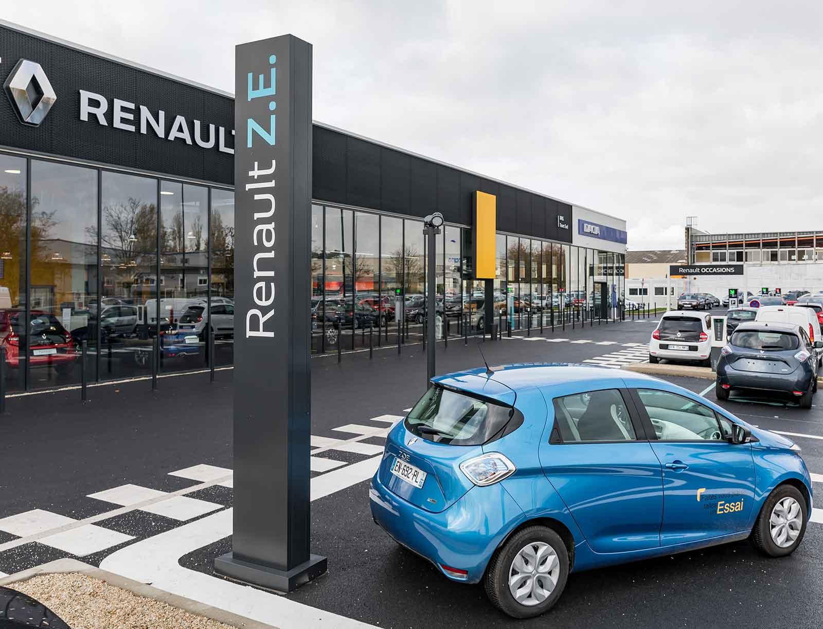 véhicule électrique concession Renault parking